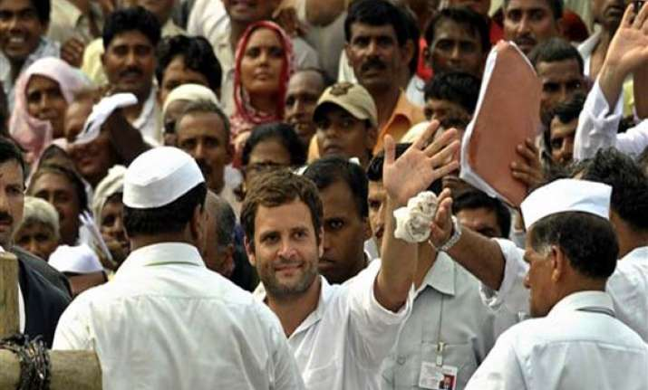 rahul meets benarasi saree weavers