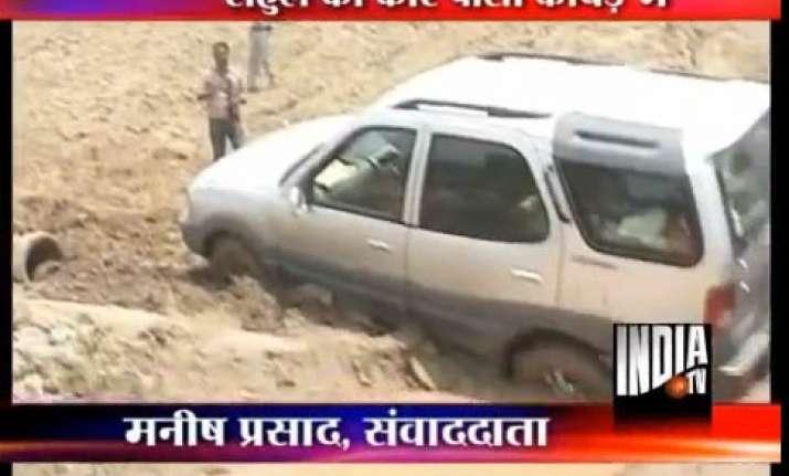 rahul s suv stuck in up mud
