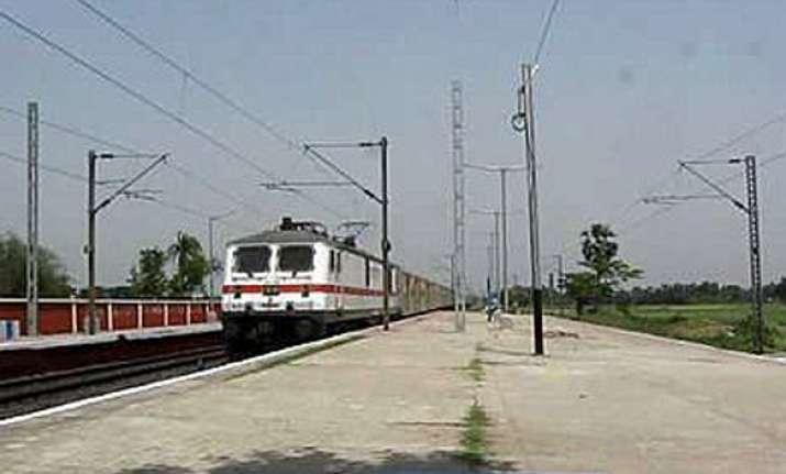 rail traffic on new delhi howrah route resumes