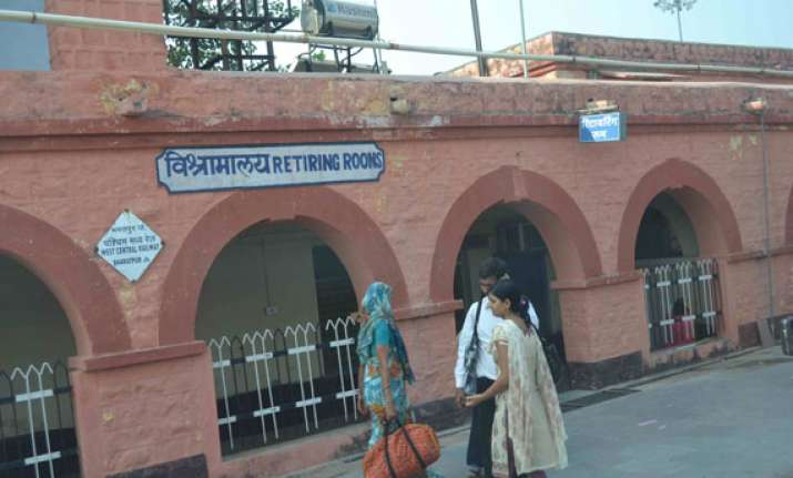 railway passengers can book retiring rooms in advance