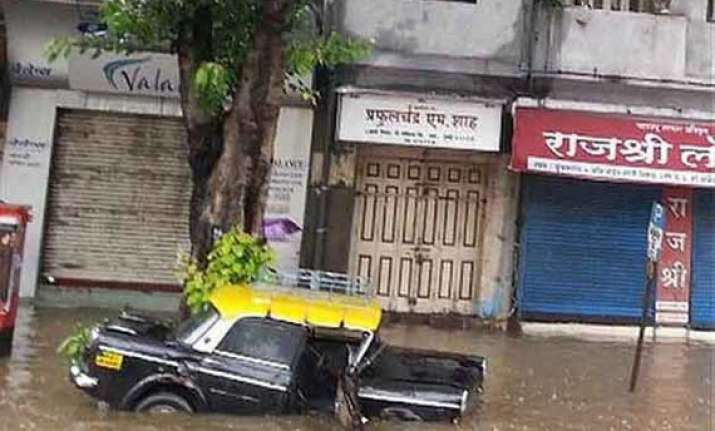 rain chokes mumbai after 2 days of incessant downpour