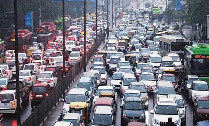 rains lash delhi throw traffic out of gear