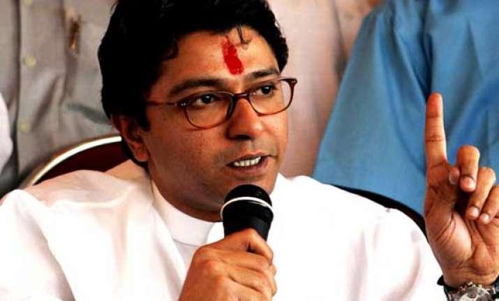 raj thackeray gives financial aid to tribal athlete