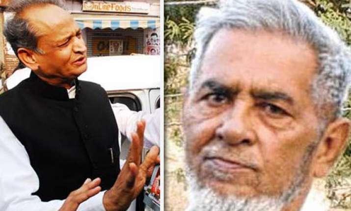 rajasthan cm forwards pak prisoner chishty s mercy petition