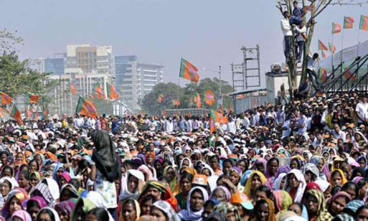 rallies in full swing in mumbai ahead of final leg of polls