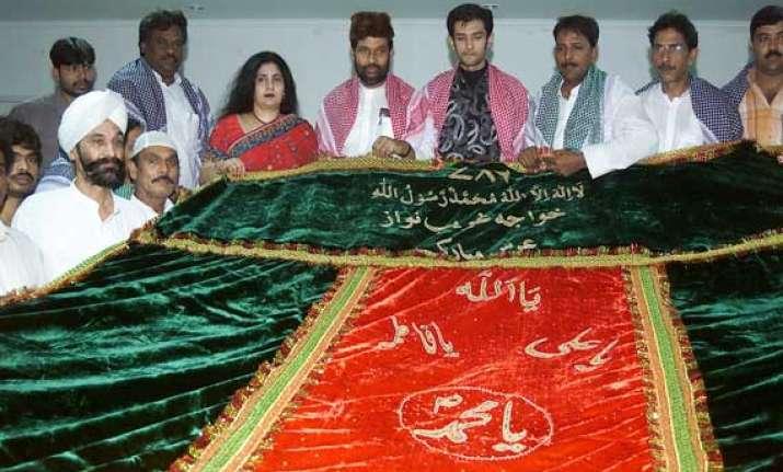 ram vilas paswan offers chadar at ajmer sharif dargah