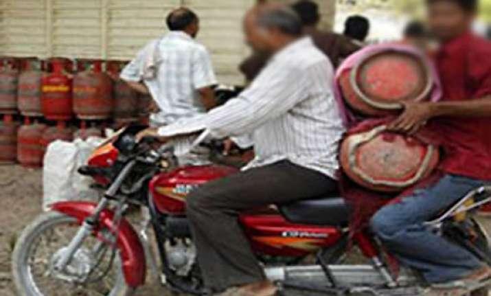 rampant blackmarketing of lpg cylinders in gurgaon