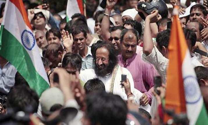ravi shankar calls on nda to solicit support for hazare