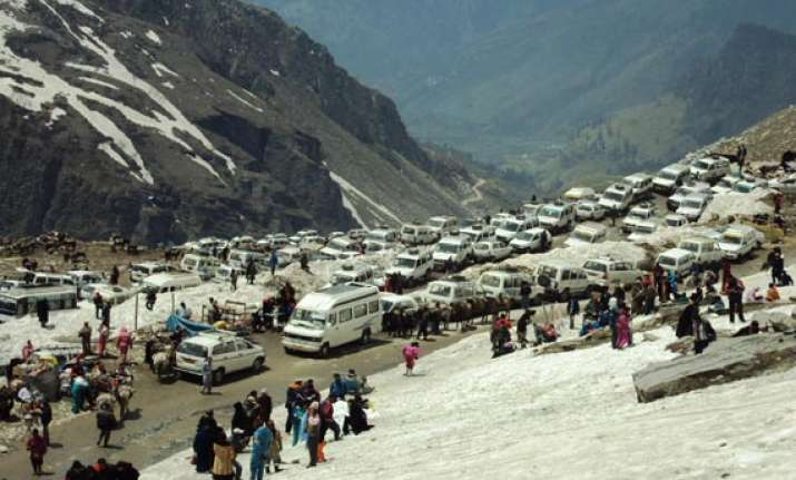 rohtang pass opened for tourists after six months