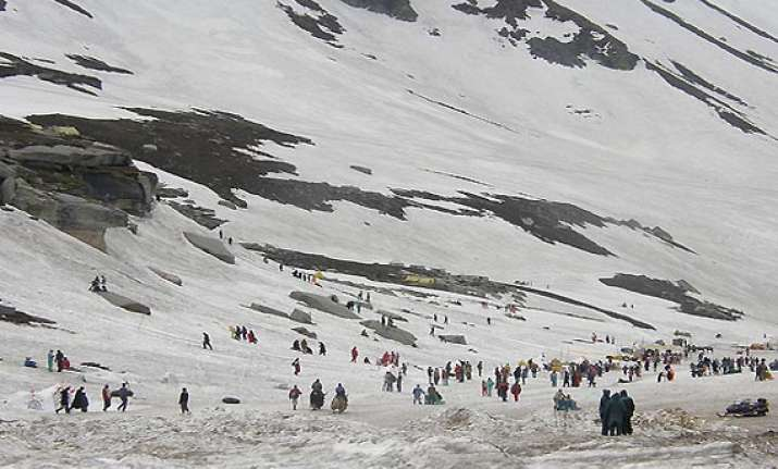 rohtang pass to reopen for tourists from wednesday