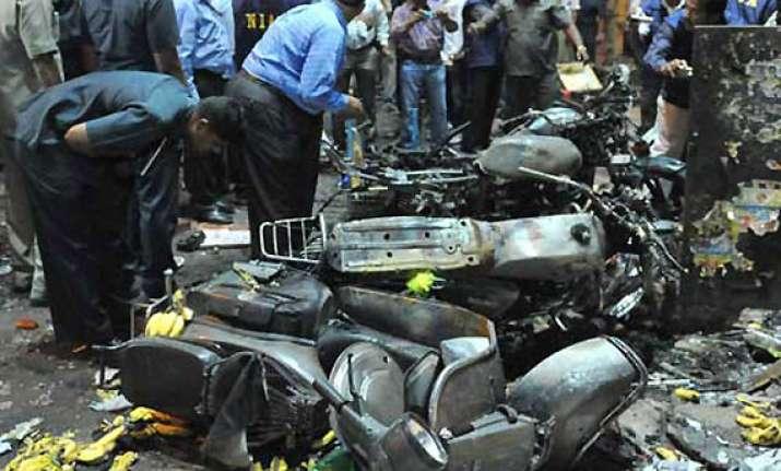 rs.10 lakh reward for information on hyderabad blasts