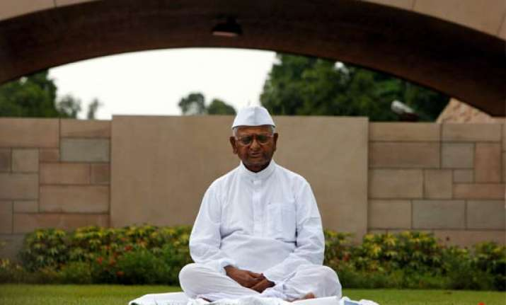 rs 1 lakh award for anna hazare