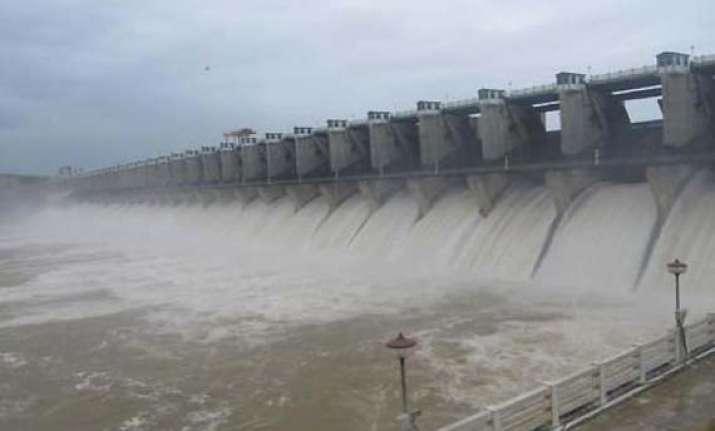 sc asks karnataka to release 2.44 tmc cauvery water to tn