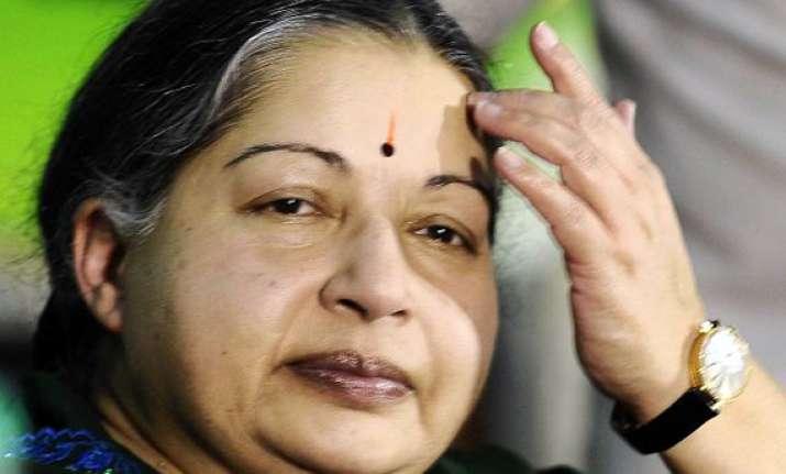 sc issues notice to jayalalithaa on cbi s plea against her