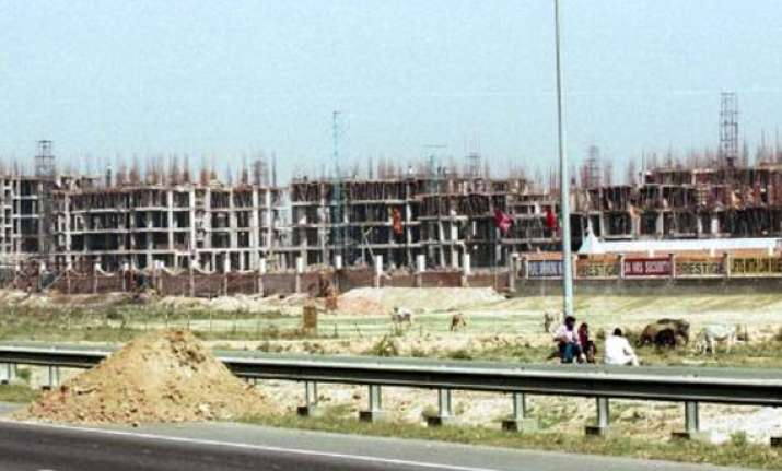 sc notice to gnoida up on land acquisition row
