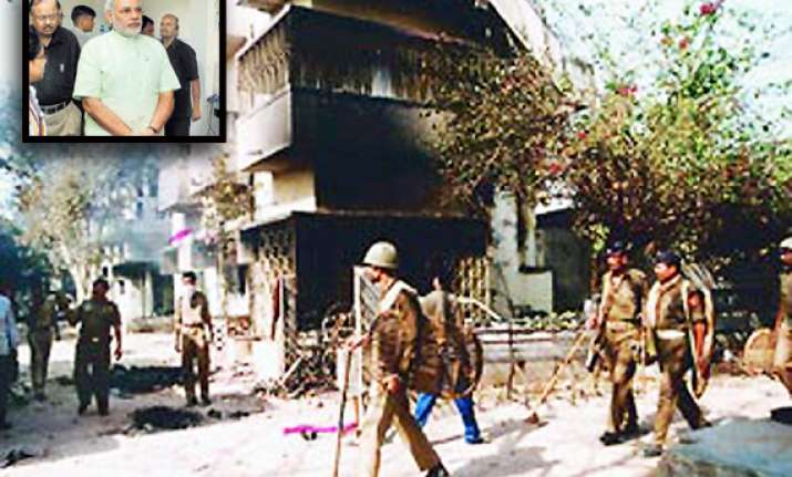 sit gives clean chit to narendra modi in gulberg massacre