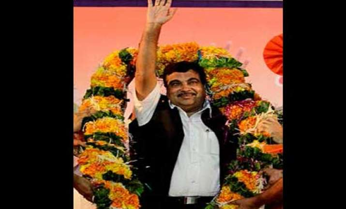 sp leader expelled from party for garlanding nitin gadkari