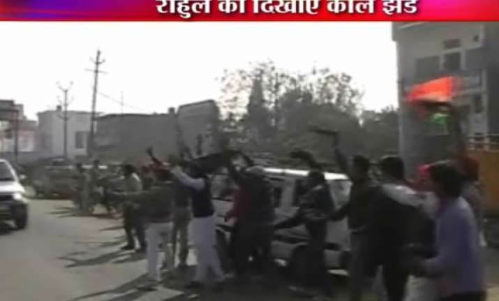 sp workers attempt to block rahul convoy 15 detained