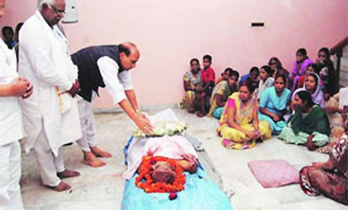 sachan s family refuse to cremate him demand cbi probe
