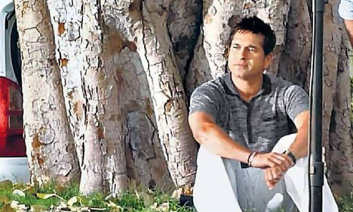 sachin sits under sai tree in jaipur