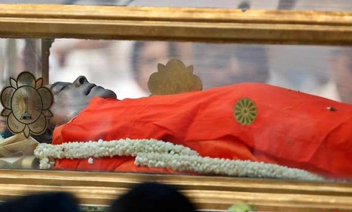 sathya sai baba laid to rest in samadhi