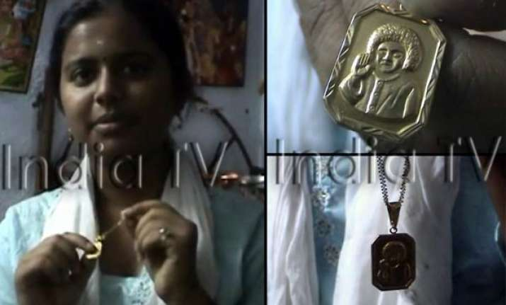 sai s gold chain keeps on expanding says devotee