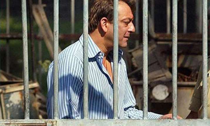 sanjay dutt shifted to pune jail