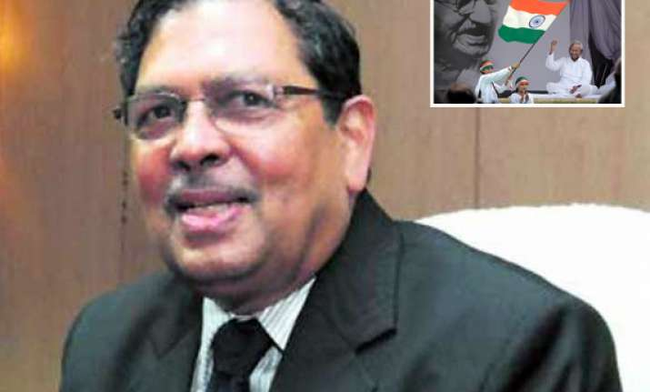 santosh hegde appeals to hazare to end fast