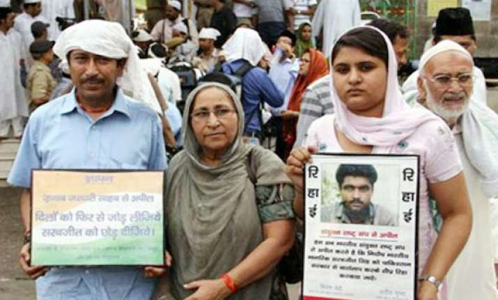 sarabjit s family steps up efforts for his release