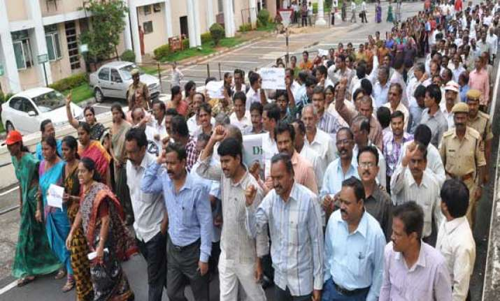 seemandhra employees to go on indefinite strike from feb 6