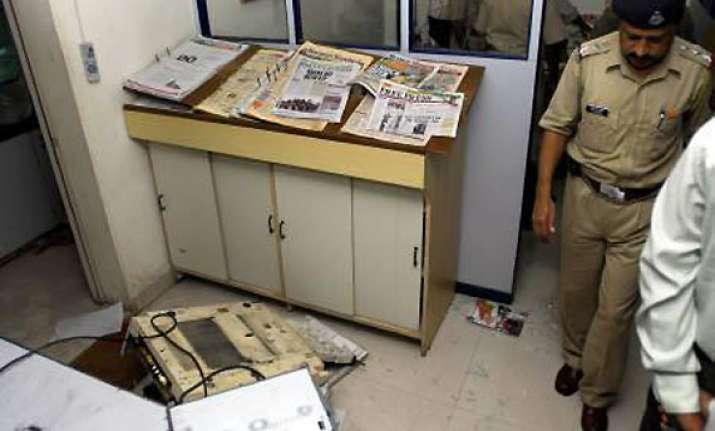 sena assaults the week staff in mumbai