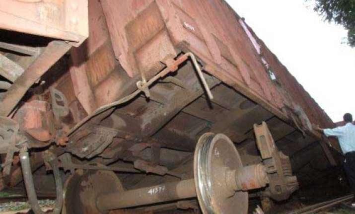 seven wagons of goods train derail near ratnagiri