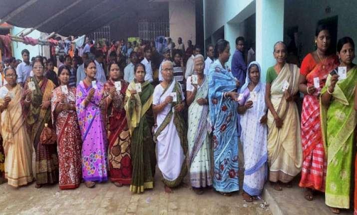 seven killed four children injured in bengal panchayat