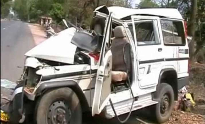 seven killed in road accident in odisha