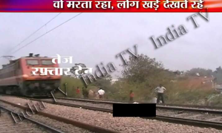 shame man with severed legs lay on delhi agra track for 40