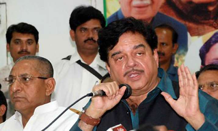 shatrughan sinha plays bihari card in punjab