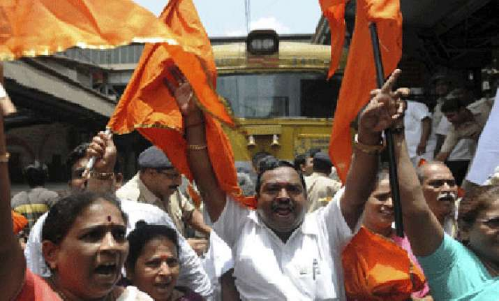 shiv sena activists disrupt pak sufi band press conference
