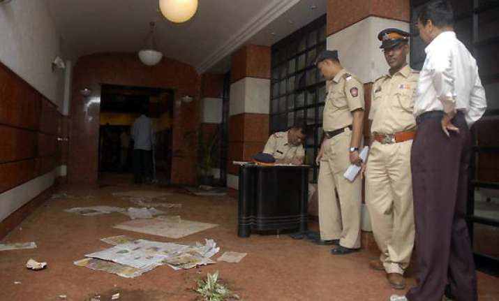shiv sena activists vandalize times of india reception in