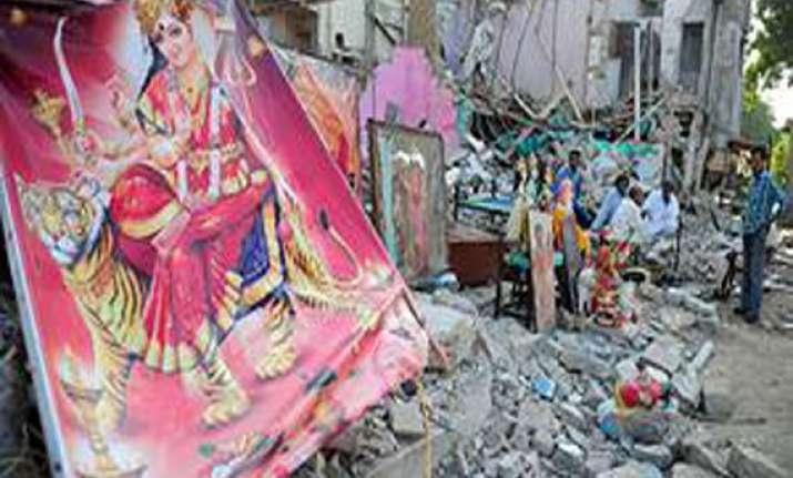 shiv sena workers burn pak flag to protest karachi hindu