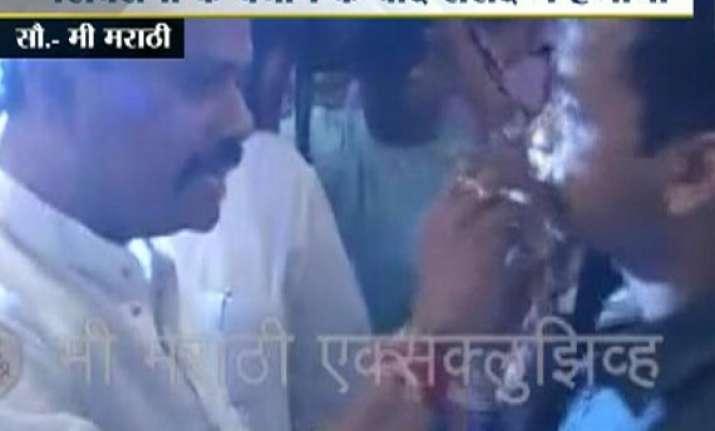 shocking shiv sena mps force maharashtra sadan staffer to