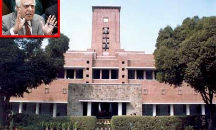 sibal blasts srcc for high cutoff promises to intervene
