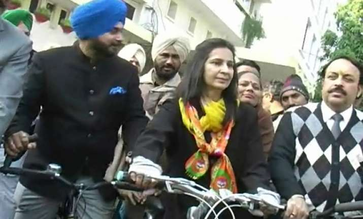 sidhu s wife navjot rides bicycle to file nomination