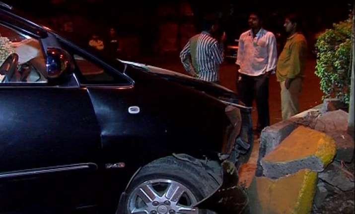 six injured in car collision in andheri mumbai