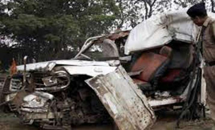 six killed in road accident in up