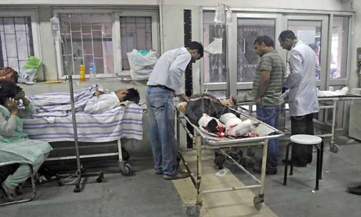 six wounded in kashmir explosion
