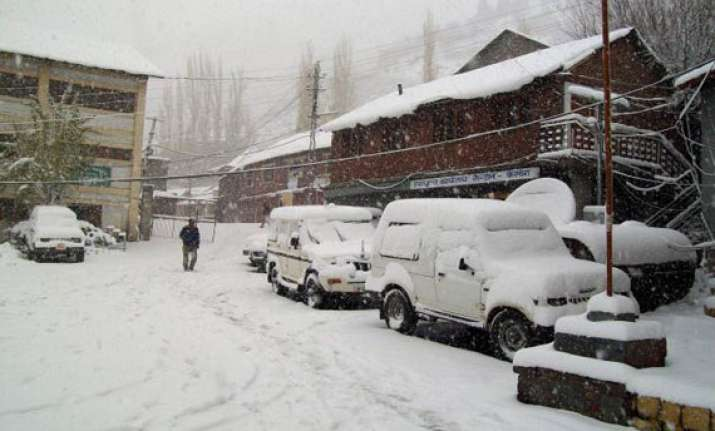 snowfall widespread rains lash himachal 150 rescued