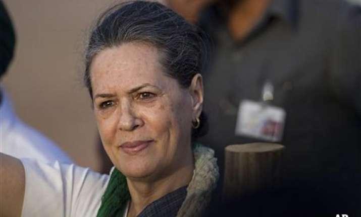 sonia rahul kejriwal vote in delhi