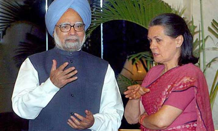 sonia hosts farewell dinner for pm rahul skips it