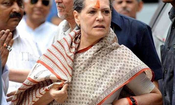 sonia appeals to hazare to withdraw his fast hazare refuses