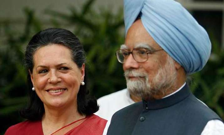 sonia discusses lokpal bill issue with pm
